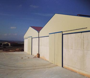 Instalaciones de almacenamiento de grano y abono en Larraga. Destacada